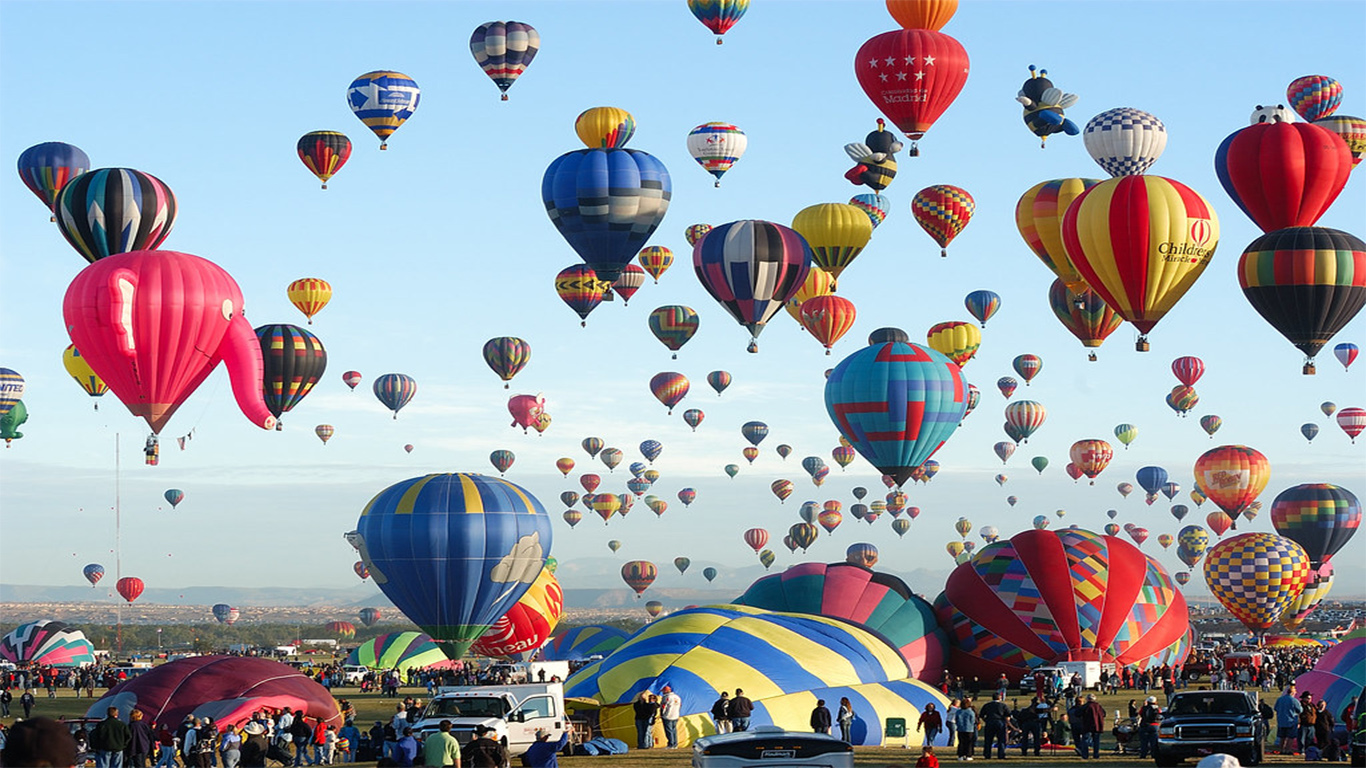 NM (AP) - Hundreds of hot air balloons floated in the sky over New Mexico's largest city.