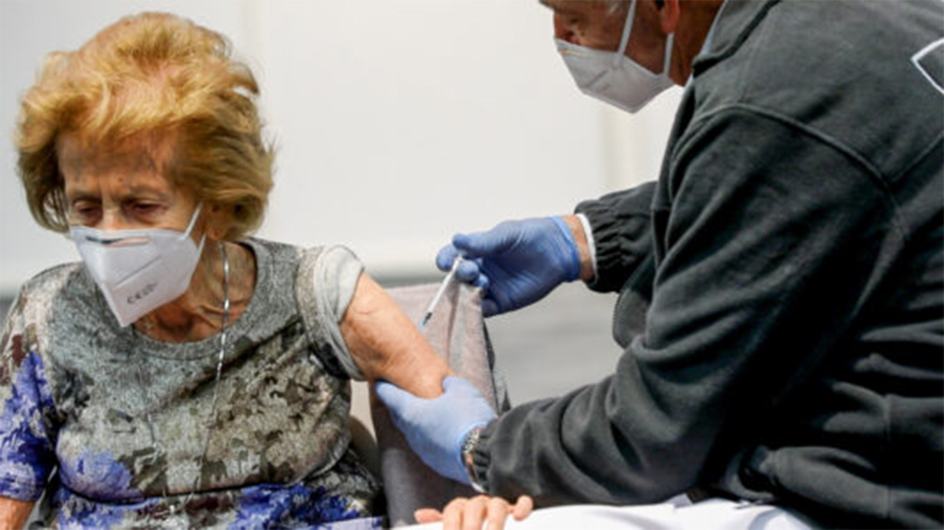 Italy begins to provide Kovid booster injections to people over 60 years of age